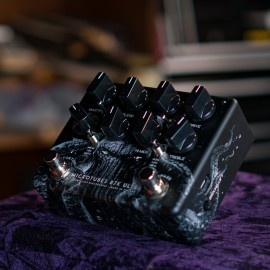 """Darkglass Microtubes B7K Ultra V2 Limited Edition """"The Squid"""" Analog Bass Preamp Pedal"""